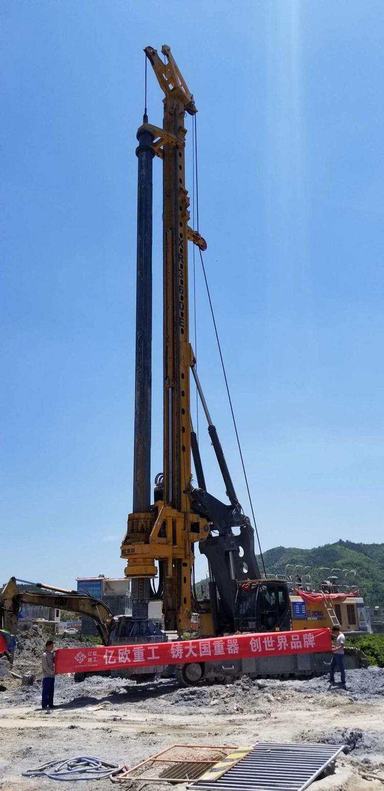 亿欧JS530首页bob配套徐工XR360E在广西西林西田高速工地施工